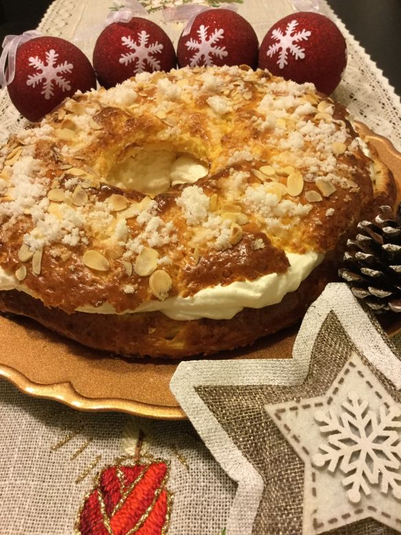Como cada año, ya estoy con mis pruebas de Roscón de Reyes, poco va a variar la receta de otros años, estoy muyyyyyyy contenta con ella, es sencilla, sin masa madre, sin varios levados, sólo uno, p…