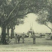 Le débarcadère de Fort de France - Le débarcadère de la Société des Bateaux à Vapeur au bout de la place de la Savane à Fort de France.