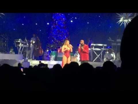 """Mariah Carey canta """"The Christmas Song"""" ao vivo com R. Kelly #Cantora, #Kelly, #Noticias, #Nova, #Reality, #RealityShow, #Série, #Show, #Televisão, #Youtube http://popzone.tv/2016/12/mariah-carey-canta-the-christmas-song-ao-vivo-com-r-kelly.html"""