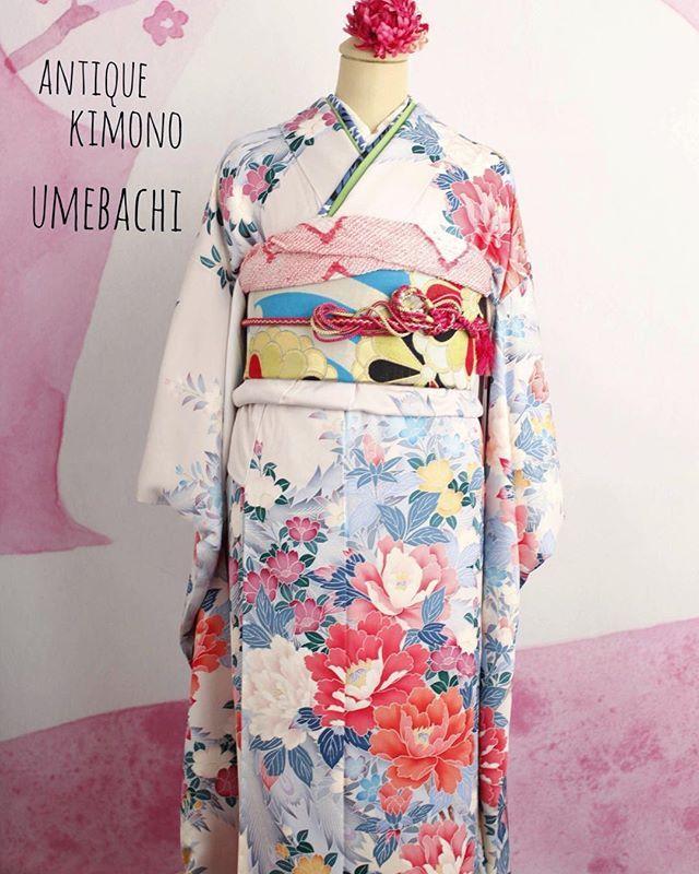 ・ 新成人の皆様、おめでとうございます㊗️ ・ ついに本日成人式✨ ・ 生憎のお天気ですが、 晴れ着でハレやかな気持ちで ・ 成人式を楽しんで下さいね♪ ・ ・ #成人式 #振袖コーディネート#成人式振袖 #袋帯 #名古屋帯#アンティーク帯 #アンティークきもの梅鉢 #セール #着付け教室姫路#antique#kimono#姫路#着物##姫路城##姫路城近く#コーディネート#おしゃれ#アンティーク着物#和装小物#おしゃれな#散策#himeji#himejicastle#kimonoumebachi#rental#기모노 #기모노대여 #기모노대여히메지