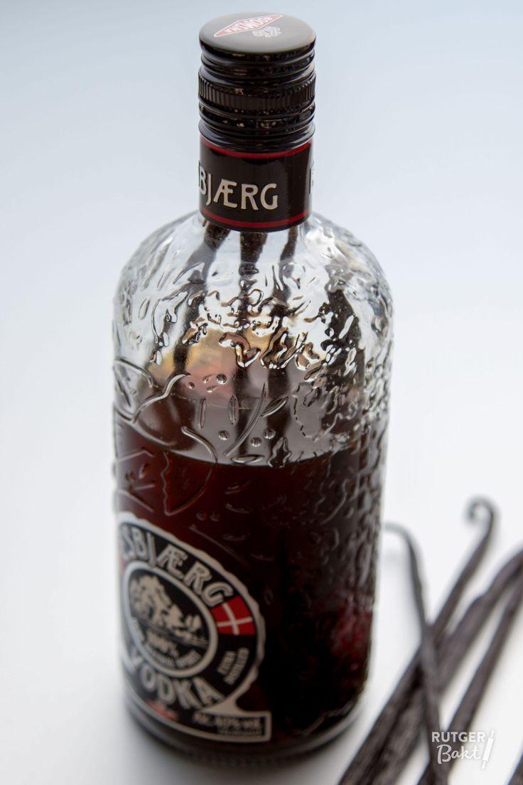Met dit recept maak een hele grote fles vanille-extract, die je door de grote hoeveelheid alcohol die erin zit ook lang kunt bewaren.