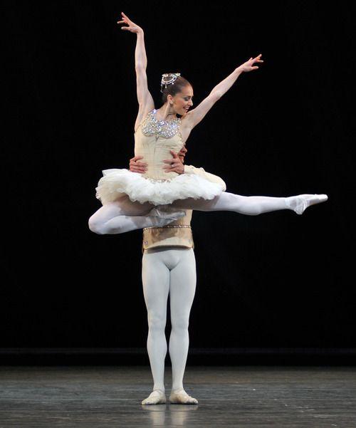 Thiago Soares and Marianela Núñez in Diamonds.        Photo © Dave Morgan. http://theworlddances.com/ #ballet #dance