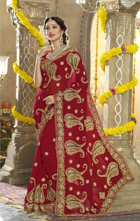 Paisley designed Bengali bridal saree