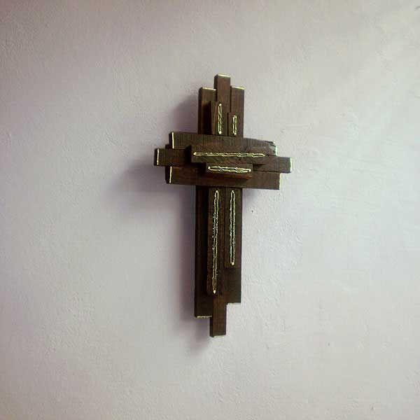 ξύλινος διακοσμητικός σταυρός με σύρμα ορείχαλκου