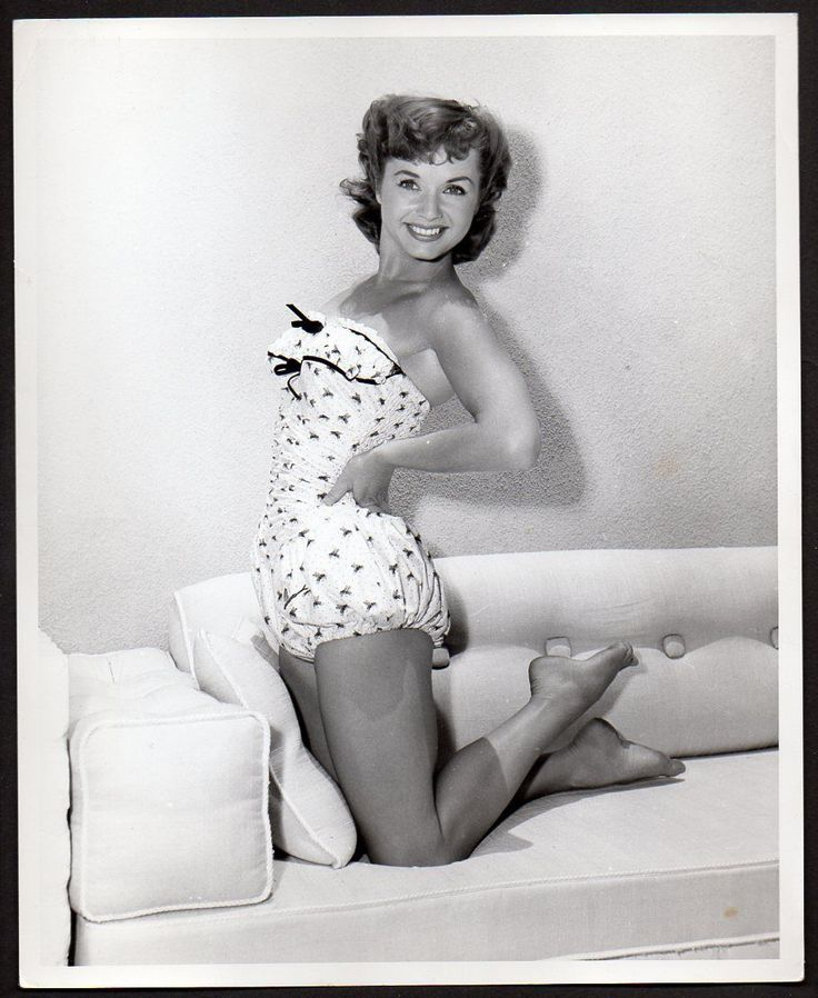 Debbie reynolds upskirt and nylons — photo 15