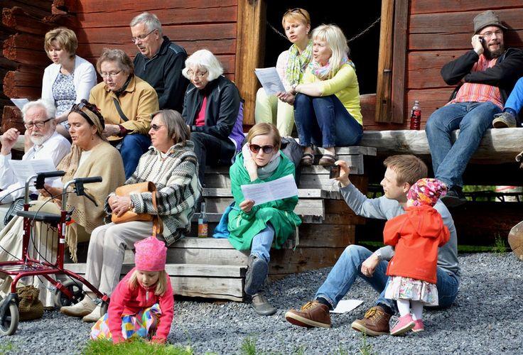 Turkansaaren juhannusiltamat on koko perheen juhla. Oulu (Finland)