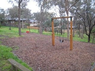 Marrakai Court Reserve, Marrakai Court, Eltham    Facilities: playground and seats