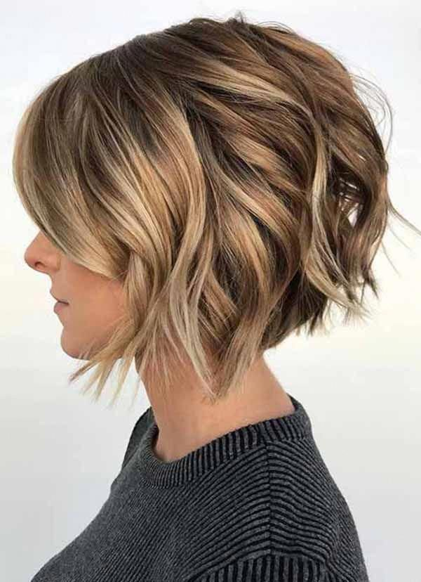 Bob Hairstyle Is The Most Fashionable Style With Hairs Falling Down Between Ears And The Chin The Style In 2020 Wavy Bob Hairstyles Hair Styles Choppy Bob Hairstyles