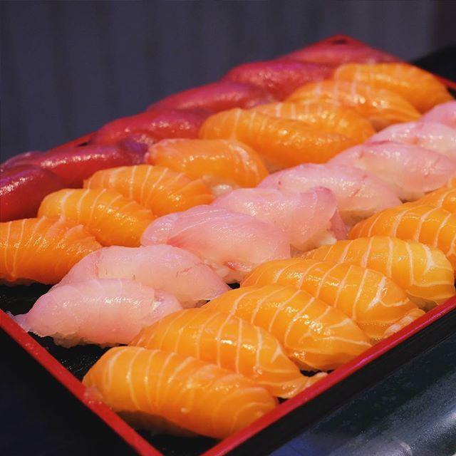 Sushi dan sashimi emang merupakan salah satu makanan negara lain yang paling disukai warga Jakarta. Tapi seringkali, di Jakarta sering ditemuin sushi dan sashimi yang kurang segar. Di bawah ini, ka...