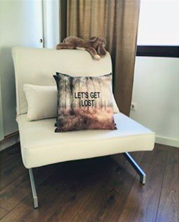 Vit Ormen bäddfåtölj. Fåtölj, bädd, säng, stålben, krom, möbler, inredning, vardagsrum, sovrum, compact living. http://sweef.se/fatoljer-puffar/79-ormen-baddfatolj.html