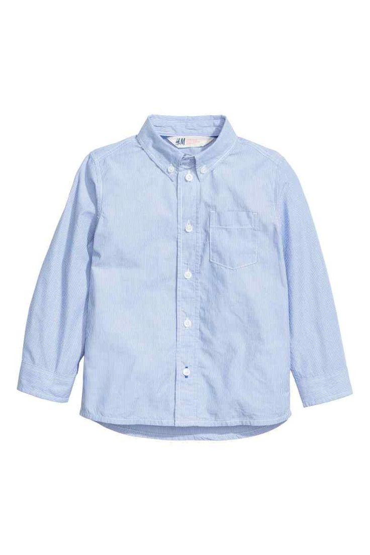 Хлопковая рубашка: Рубашка из мягкого хлопка с рисунком. Уголки воротника пристегиваются, есть нагрудный карман. Слегка удлиненная спинка.
