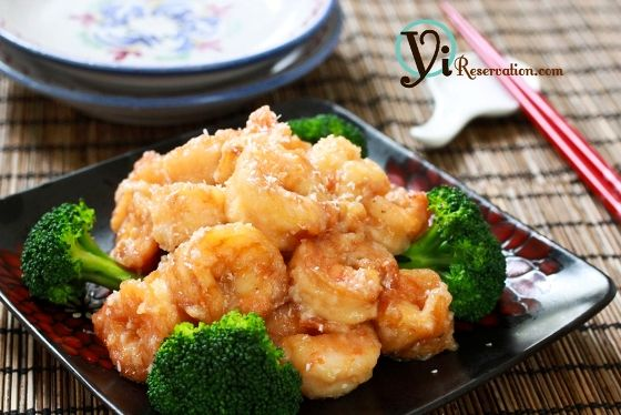 1 lb Medium shrimp  1 small Broccoli  1 cup Coconut cream  2 tbsp Sugar  2 tbsp Mayonnaise  Shredded coconut  ½ cup of bread crumb and 1 tbsp of corn starch, combined    For Shrimp marinade:  ½ tsp Salt  1 tsp Cooking wine  ½ tbsp ground pepper