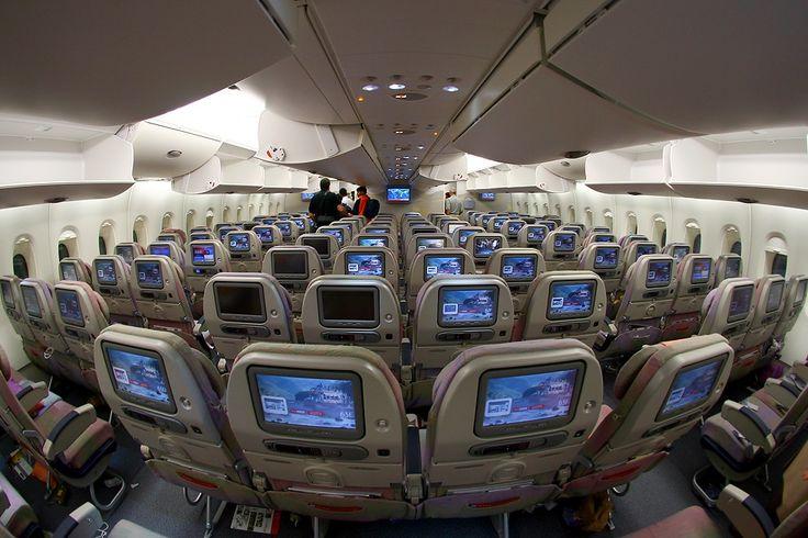 Emirates acaba de imponer un nuevo récord: ser la compañía que ha operado el vuelo más largo del mundo. En febrero pasado, la línea aerea comenzó a volar sin escalas desde su centro de Dubai a Auckland, Nueva Zelanda. El trayecto, que requiere de 17 horas y 15 minutos en el aire, en una flota