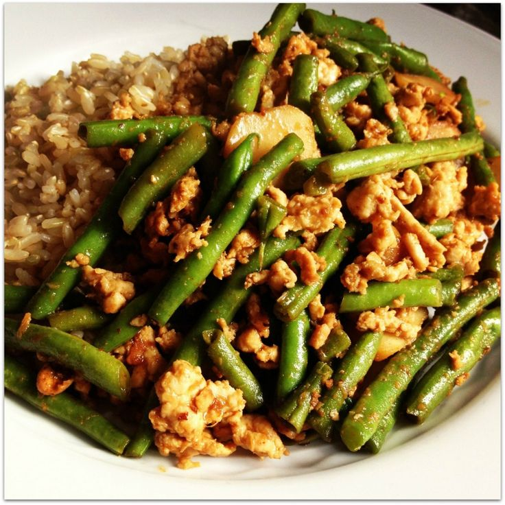 Szechuan Green Beans and Ground Turkey 1 lb ground turkey 3 garlic cloves – grated 2 tbs ginger – grated 1 lb green beans – trimmed ½ c chicken broth 1 tbs corn starch 3 tbs soy sauce – low sodium 1 tbs hoisin sauce 2 tbs rice vinegar ½ tbs chili garlic paste (more or less to taste) 8 oz water chestnuts – sliced ½ tbs sesame oil