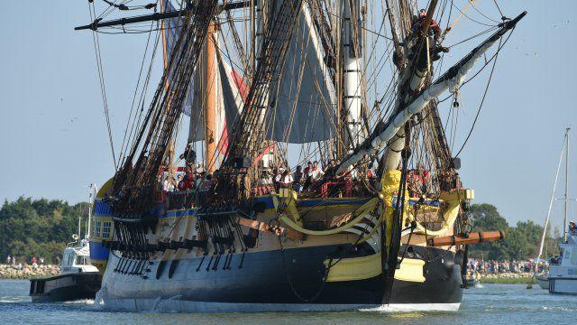 Alors que l'Hermione a pu quitter le port de commerce de Rochefort pour rejoindre sa cale de radoub, les responsables de l'association viennent d'annoncer la date du départ de la frégate pour les Etats-Unis : ce sera le 18 avril 2015