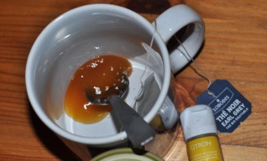 Ce remède est le plus efficace de sommeil ancienne. Tout ce que vous avez à faire est juste boire une tasse de ce remède avant d'aller vous coucher et de vous endormir rapidement . Ingrédients: - 1 goutte d'extrait de vanille - 1 cuillère à café de miel - 0,17 litre Lait Préparation: - Versez le