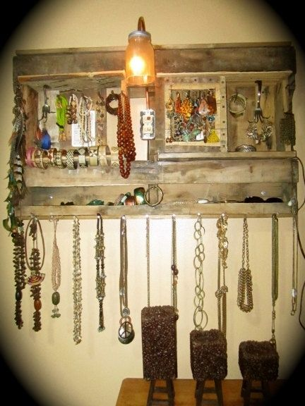 wooden pallet into jewelry holder. Beautiful.