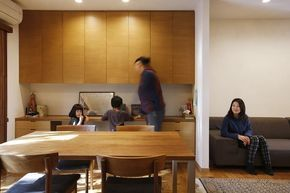 勉強コーナーのあるダイニング(空き家になった実家の二世帯住宅の一世帯をフルリノベーション) - リビングダイニング事例 SUVACO(スバコ)