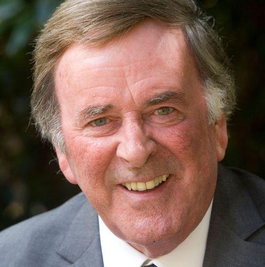 † Terry Wogan (77) 31-01-2016 De Ierse tv-presentator Terry Wogan is na een kort ziekbed overleden. Dat meldde de BBC zondag. Sir Michael Terrence Wogan was onder andere jarenlang presentator van een naar hem vernoemde talkshow voor de BBC.