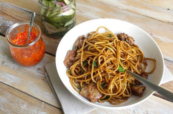 Importée au Suriname par les Javanais, la recette du Bami Nassi a ensuite traversé le Maroni pour devenir un des plats emblématiques de la cuisine guyanaise