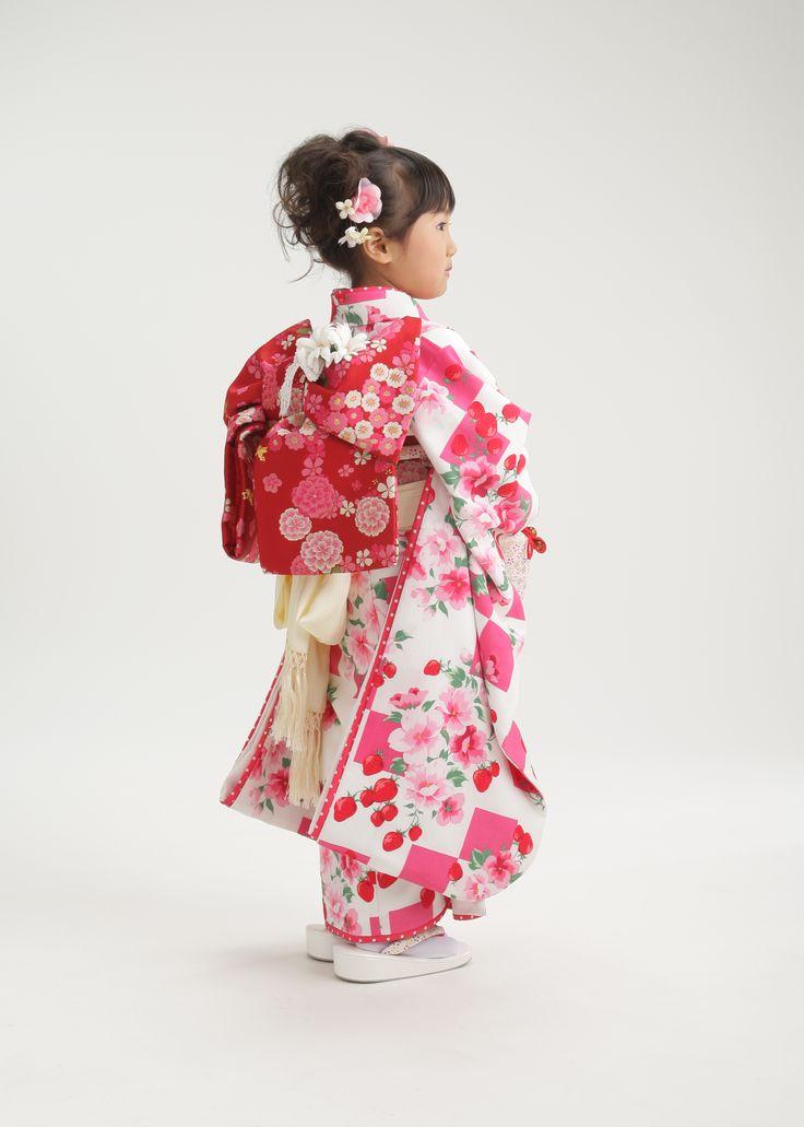 Girls kimono for Shichi-go-san ceremony