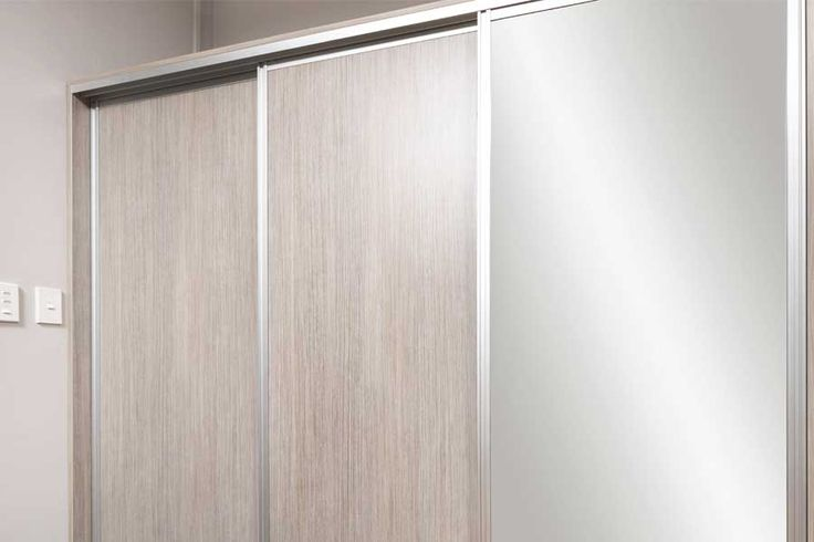 Showroom sliding doors with mirror panel // Innovative Interiors