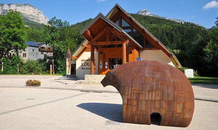 Musée de l'Ours des Cavernes - Entremont Le Vieux: Entrées pour 2 adultes, option 2 enfants, ou pour 4 adultes et 4 enfants dès 5,5 € au Musée de l'Ours des Cavernes