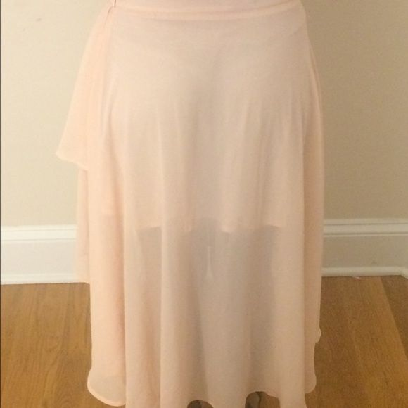 High low shirt This is a light pink high low skirt. It had a lining in it so that it is not see through. Forever 21 Skirts High Low