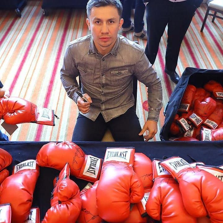 @gggboxing signing gloves for his fans  Follow to see more  @boxing.latestnews #boxing #mma #conormcgregor #joshua #knockout #ko #workout #bodybuildin #streetfight #boxeo #fitness #fights #boxingnews #training #hbo #showtime #canelo #motivation #garcia #mayweather #Golovkin #TMT #Fight #UFC #GGG #like4like #folow4folow #BoxeoMexicano
