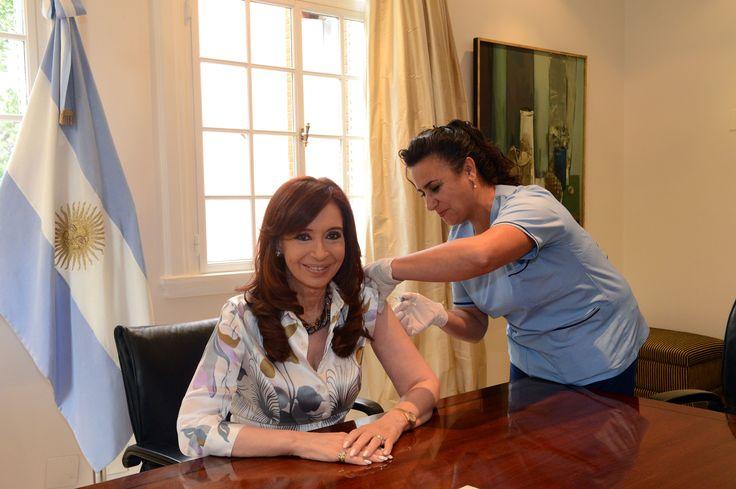 Comienza la distribución de más de un millón de dosis de la #vacunaantigripal para todo el país. Fue incorporada al calendario de vacunación para grupos de riesgo en 2011. Argentina cuenta con una vacuna antigripal reformulada para proteger contra la nueva cepa que circula actualmente.