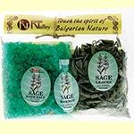 http://cristinnecosmetics.ro/ Set natural cu ulei esential de Salvie120g. Sarea de baie cu salvie actioneaza benefic in cazul eruptiilor pielii, bolilor reumatice, durerilor articulatiilor si tremurului membrelor. Ajuta la reglarea excesului de transpiratie, au efect tonifiant si intaresc sistemul imunitar. Sunt recomandate baile cu aceasta sare pentru picioare umflate si obosite 120 g