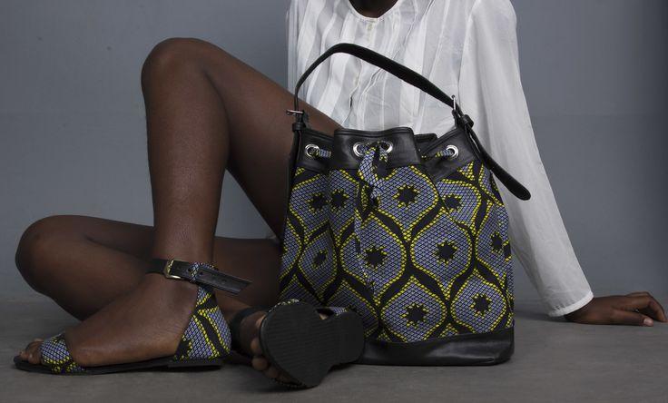 Sac seau en similicuir et wax par Dyange pour Afrikrea. https://www.afrikrea.com/article/sac-bootu-sacs-a-main-gris-similicuir-wax/H7DMVC4?utm_content=buffer4a784&utm_medium=social&utm_source=pinterest.com&utm_campaign=buffer