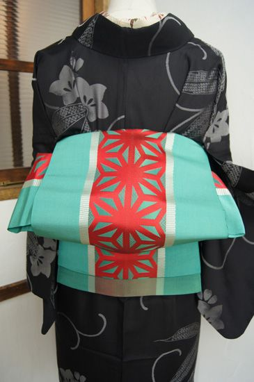 Peppermint and red star obi on a gorgeous black patterned kimono by shimaiya.