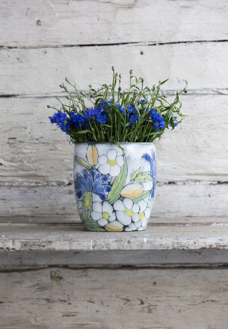 Pentik Kesä Vase | Kesä (Summer) vase is part of the Pentik Studio range. A beautiful, summer-colored vase is 20x22 cm in size. Kesä series also includes a plate.