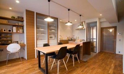 リビングダイニングに、ソファやダイニングセットなどそれぞれ家具を配置して過ごすのが定番ですが、最近は空間にゆとりを持たせるための新しいカタチが注目されています。 そこで今回は、リビングダイニングの使い方を工夫することで、広々とした空間を実現した住まいをご紹介します。 部屋の広さは変えられないけれど、使い方でこんなに劇的に変わる!という新しいスタイルをチェックしてみてください!