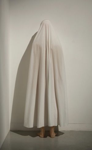 Lady-In-Waiting (2012), de Julião Sarmento.