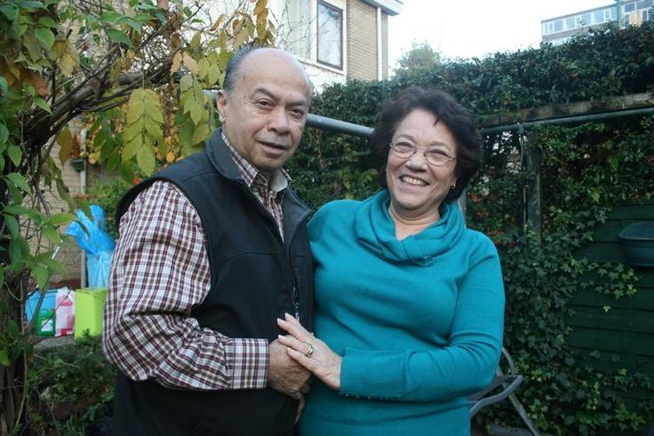 Esther en haar man Tom Manuputty  'Het Indië van mijn jeugd bestaat niet meer'Het Indië van mijn jeugd bestaat niet meer', zegt Esther Manuputy-Cohen. Ze is één van de 330.000 Indische Nederlanders, die in haar jeugdjaren naar ons land verhuisde.