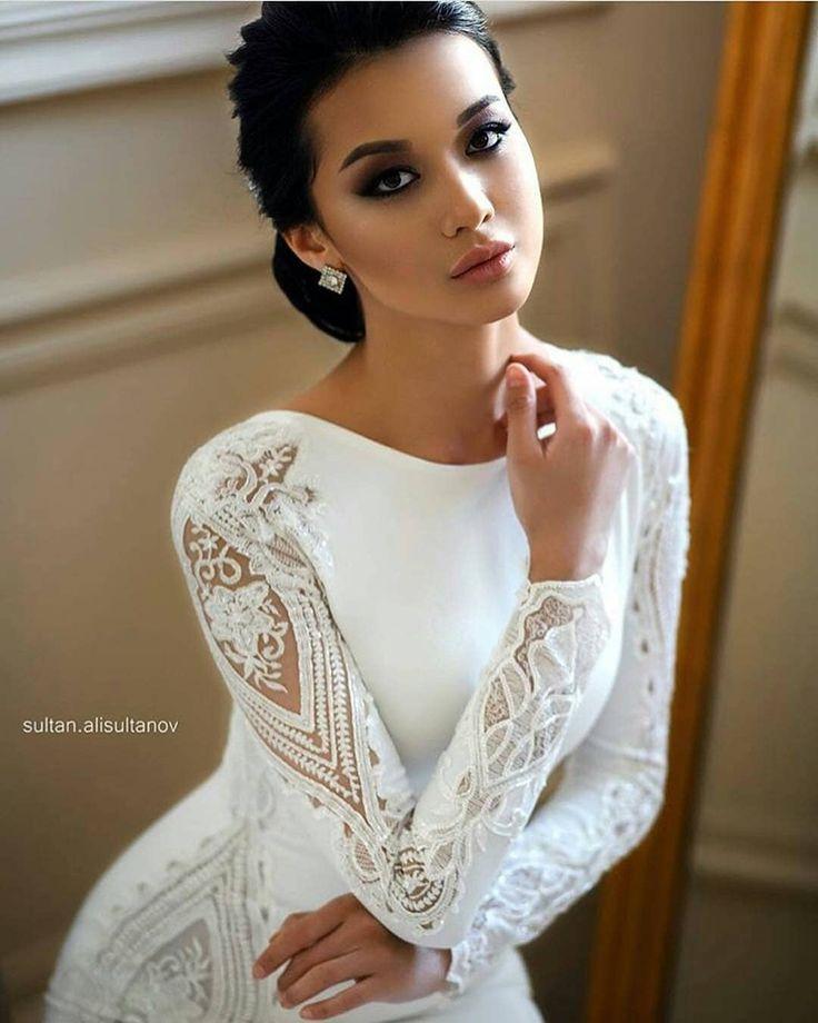 A imagem pode conter: 1 pessoa in 2020 | Inexpensive wedding dresses, Elegant wedding dress, Lace mermaid wedding dress