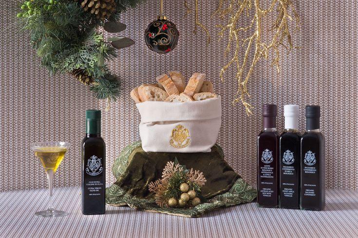 Un'esperienza aromatica e sensoriale per appagare l'olfatto e il gusto. Acquista la confezione at http://shop.caffeflorian.com/vinaigrette-florian  An aromatic and sensory experience to satisfy both smell and taste. Buy now at http://shop.caffeflorian.com/vinaigrette-florian #Florian #Christmas #hamper #confezione #regalo #gift #Natale #olio #aceto #eleganza #luxury
