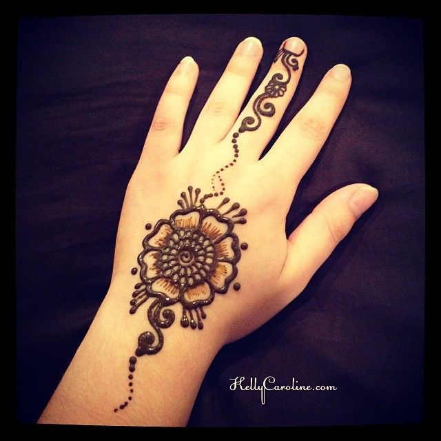 Attractive Henna Tattoo On Left Hand Simple Henna Tattoo Henna Tattoo Henna Tattoo Hand