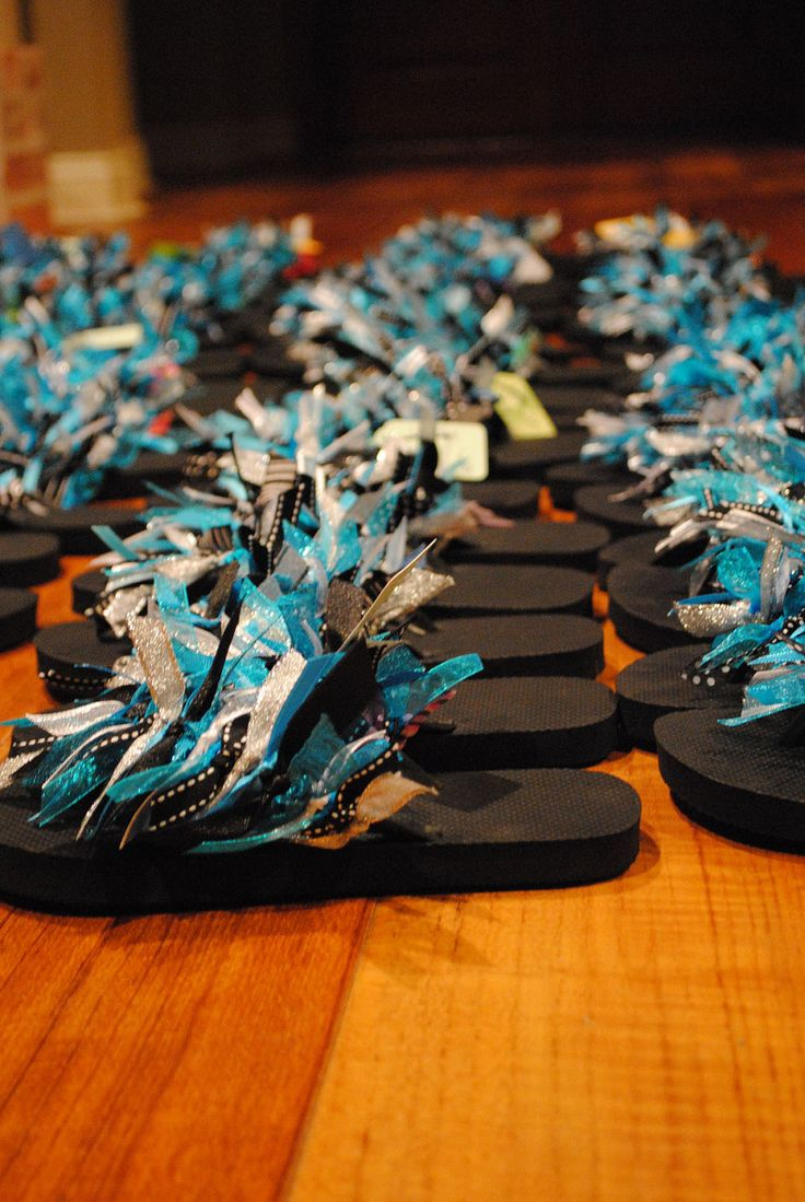 cute flip flops made something similar last at last summers cheer camp...I'd love to do it again...