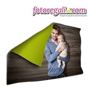 IDEA REGALO N.1 - Personalizza una foto coperta love con le foto più belle in compagnia del tuo papà. Anche il cuore del papà più severo si scioglierà con il calore di questo morbido abbraccio.   http://www.fotoregali.com/accessori-casa/coperte