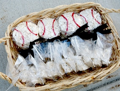 Baseball rice crispy treats, cute, for all my friends who have boys in baseball! cute snack idea