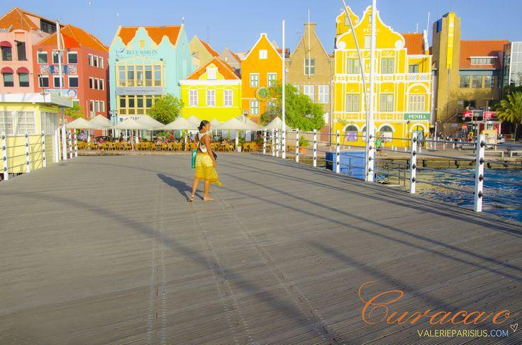 #curacao #emma brug #floating bridge #handelskade #colorful cities #dollhouses
