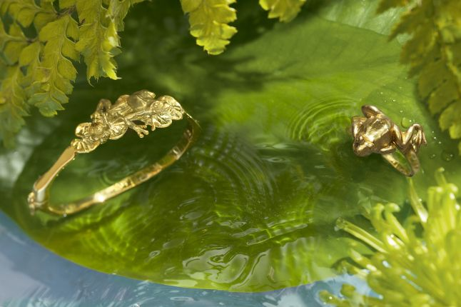 18ct gold plated frog and lilypad bangle with frog ring