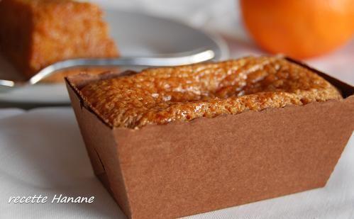 Cake marocain: 100g  amandes poudre_150g sucre en poudre_50g de chapelure_4 oeufs_15 cl d'huile neutre_1 citron_1 orange_1/2 cc cannelle_1 sachet de levure + 50g de sucre pour le sirop / Four  180°C. Ds un saladier, chapelure+sucre+levure+amandes+cannelle+zestes+œufs battus+hl. Verser dans un moule à cake. Four 45 min environ, vérifier la cuisson avec une lame. Bouillir 3 min jus d'agrumes+sucre. Verser sur cakes démoulés. Manger froid.
