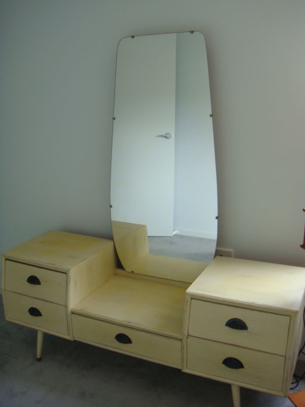 Mid Century Blonde Wood Dressing Table With Mirror.