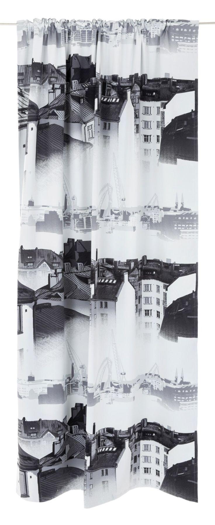 <p><span>Aamu-usva pimennysverhon kuosi taltioi kauniin näkymän Helsingin ydinkeskustan kattojen ylle: Kampin kerrostalojen kuparikatot, kattohuoneistot kattoikkunoineen, tuuletusparvekkeet ja leveät savupiiput. Näkymä on usvainen