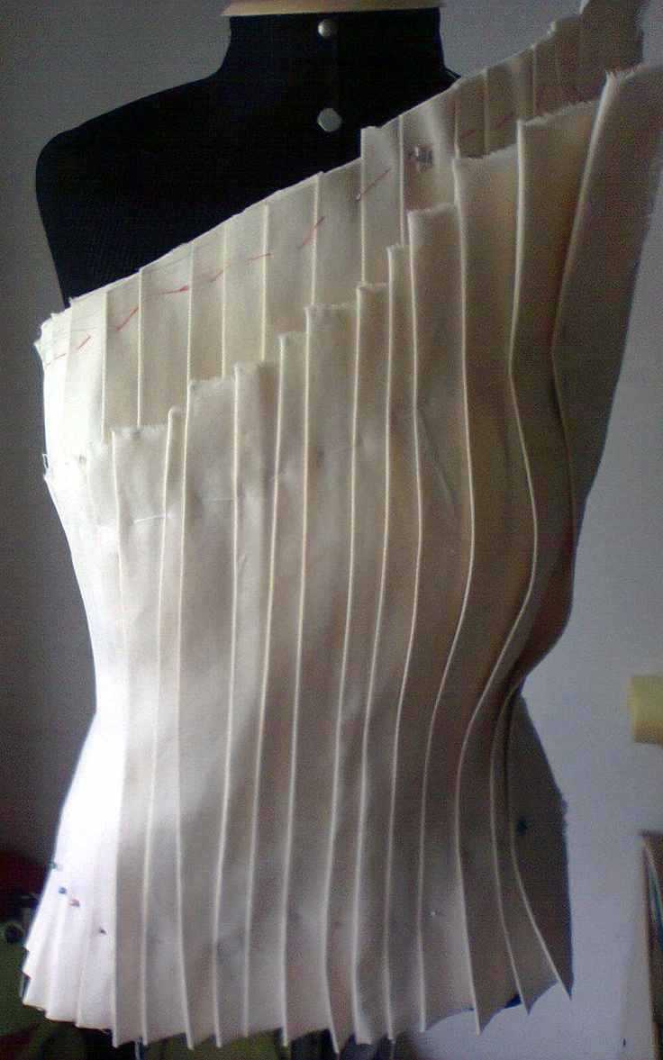 Structural Pleats - draping on the stand; fashion design garment construction; bodice patternmaking; moulage; fabric manipulation
