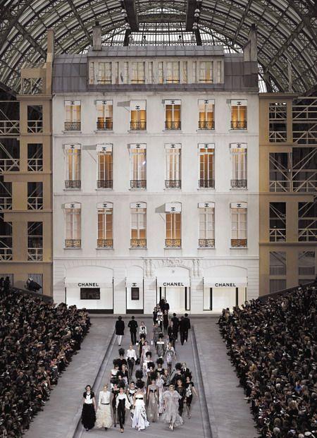 A pretty impressive backdrop for a catwalk! FashionWeek in Paris. Fashion…